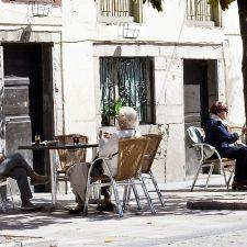 Los hosteleros de Ribadesella y Llanes consideran exagerado y contraproducente cualquier tipo toque de queda