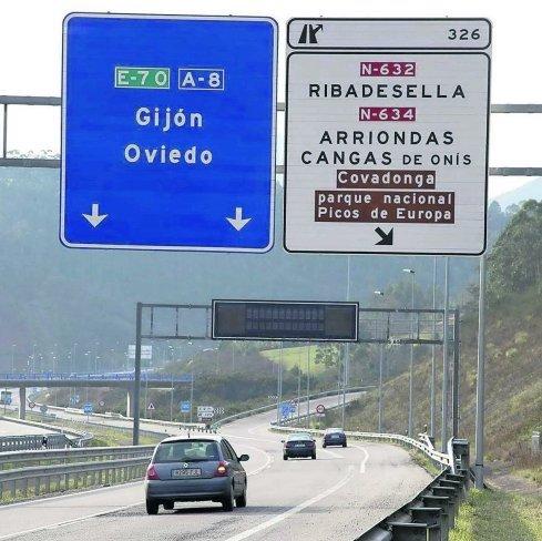Luís Fuentes agradece la inversión prevista en los túneles de la autovía pero exige iluminar adecuadamente sus enlaces en Ribadesella