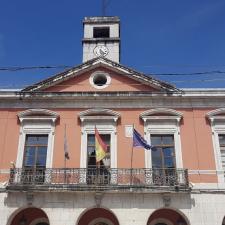 PSOE y PP pactan suprimir la tasa de terrazas en el concejo de Piloña durante 2021