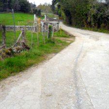 Comienzan las obras de mejora en el camino de Arredondo, entre Celoriu y Porrúa (Llanes)