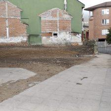 Concluida la demolición en la calle San Antonio de Arriondas, Selleros decide retirar su gigantesca banderola