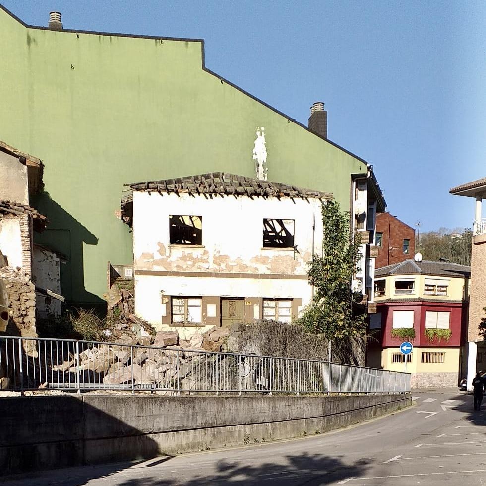 El Ayuntamiento de Parres mantiene abiertas otras cuatro órdenes de conservación y mantenimiento de edificios en el concejo
