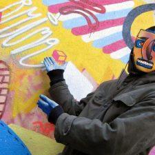 El Rey de la Ruina anima a los riosellanos a descubrir el mural que ha dedicado en el concejo al Camino de Santiago