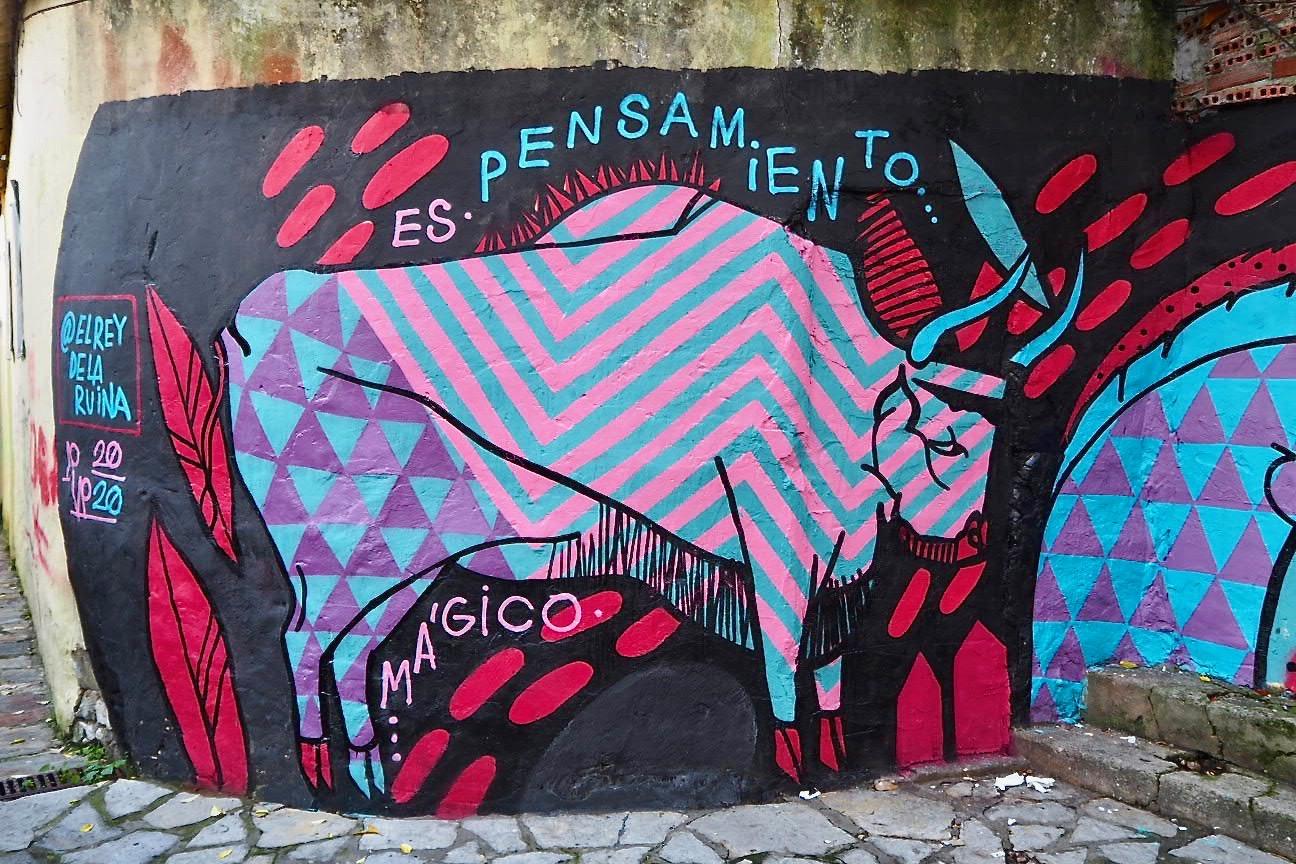 El Rey de la Ruina trae su graffiti rupestre, su arte callejero, a Ribadesella, a la capital del paleolítico asturiano