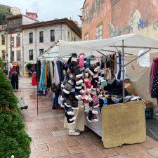El mercado semanal de Ribadesella incorpora baños públicos ante el obligado cierre de bares y cafeterías