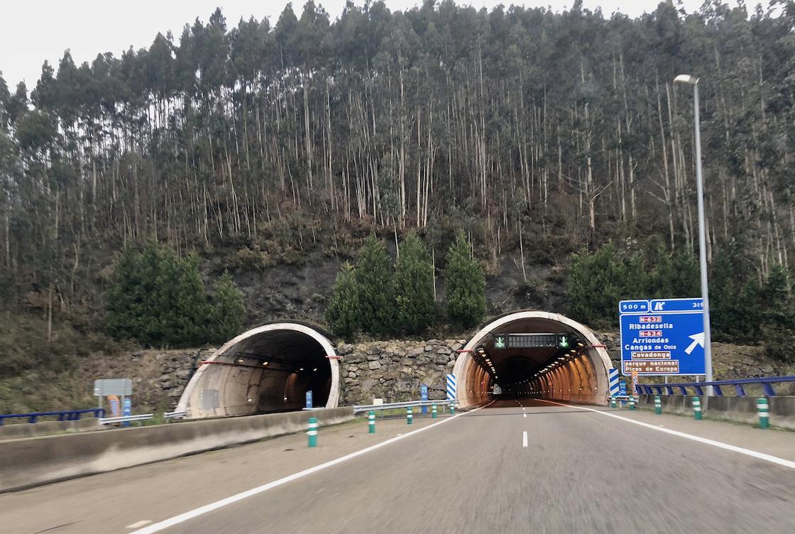 El Estado invertirá 10,25 millones para mejorar la seguridad en seis túneles de la A-8 en Ribadesella y Caravia