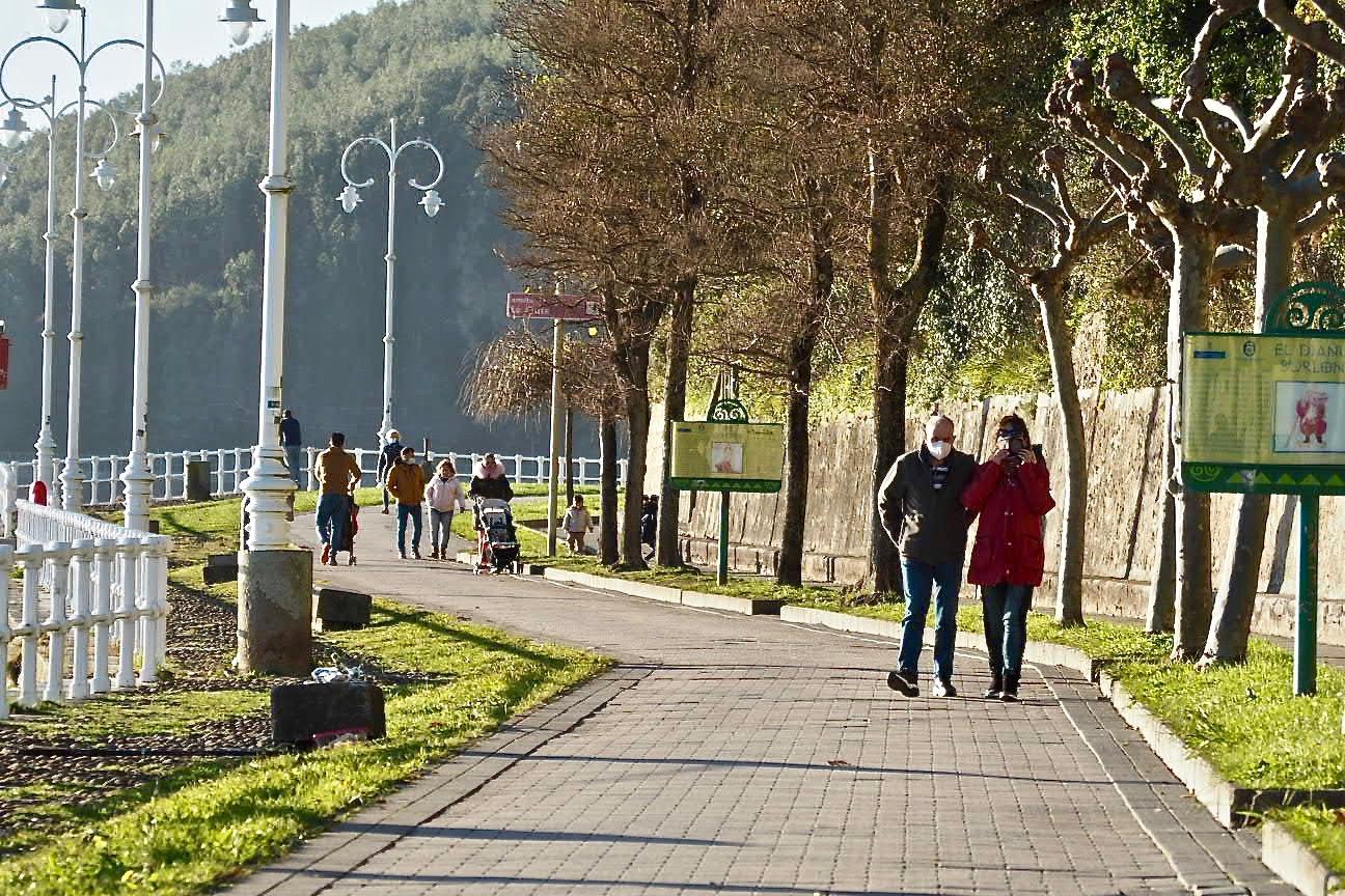 Tarde de paseo en la ría de Ribadesella con intenso sol, bajas temperaturas y mucha frustración