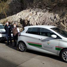 El parque móvil del Ayuntamiento de Llanes recibe dos nuevos vehículos híbridos