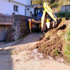 Retirado el argayu que impedía el paso a los vecinos del barrio de Sabuga, en Vibañu (Llanes)