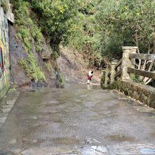 La rampa de acceso a La Atalaya de Ribadesella queda despejada, pero seguirá vallada mientras se decide una solución