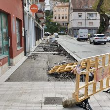 Piden mas seguridad para los viandantes en las obras de la calle Avelina Cerra de Ribadesella