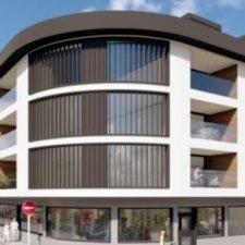 La nueva propiedad del edificio cuyas obras llevan 37 años paradas en Llanes, retoma los trabajos para construir 43 viviendas y 60 plazas de aparcamiento