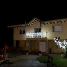 El Concurso de Fachadas de Navidad del concejo de Caravia recibe 65 inscripciones en su primera edición