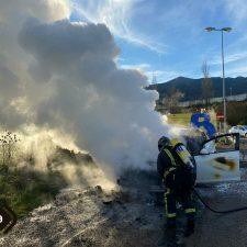Un coche se incendia en la carretera N-632 a su paso por el concejo de Colunga