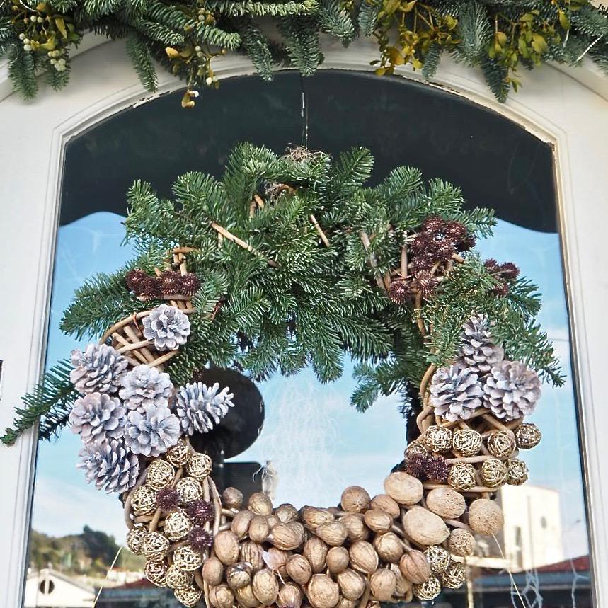 Veinte comercios de Ribadesella se inscriben para el Concurso de Escaparates de Navidad