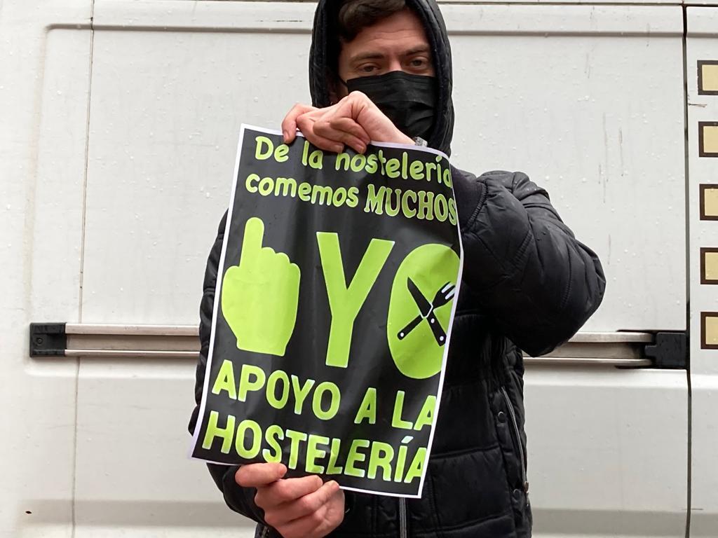 La exitosa concentración de la hostelería de Ribadesella contra el obligado cierre acaba en denuncia