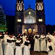 Covadonga inaugura su Belén Monumental y enciende la iluminación de la Navidad