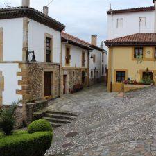 Los vecinos de Lastres agradecen el gesto de Adrián Barbón, pero le piden acabar con las barreras arquitectónicas del pueblo