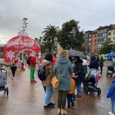 El Príncipe Aliatar y Papá Noel visitan la localidad de Arriondas para disfrute de los mas pequeños