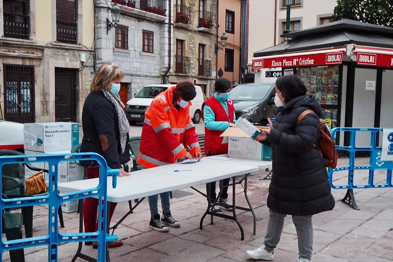 Las mascarillas repartidas por el Ayuntamiento de Ribadesella llegan a dos mil familias del concejo