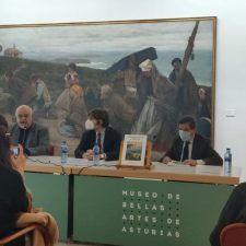 Los Amigos de Ribadesella y Toni Silva en el Bellas Artes de Asturias junto a Regoyos y Rochelt