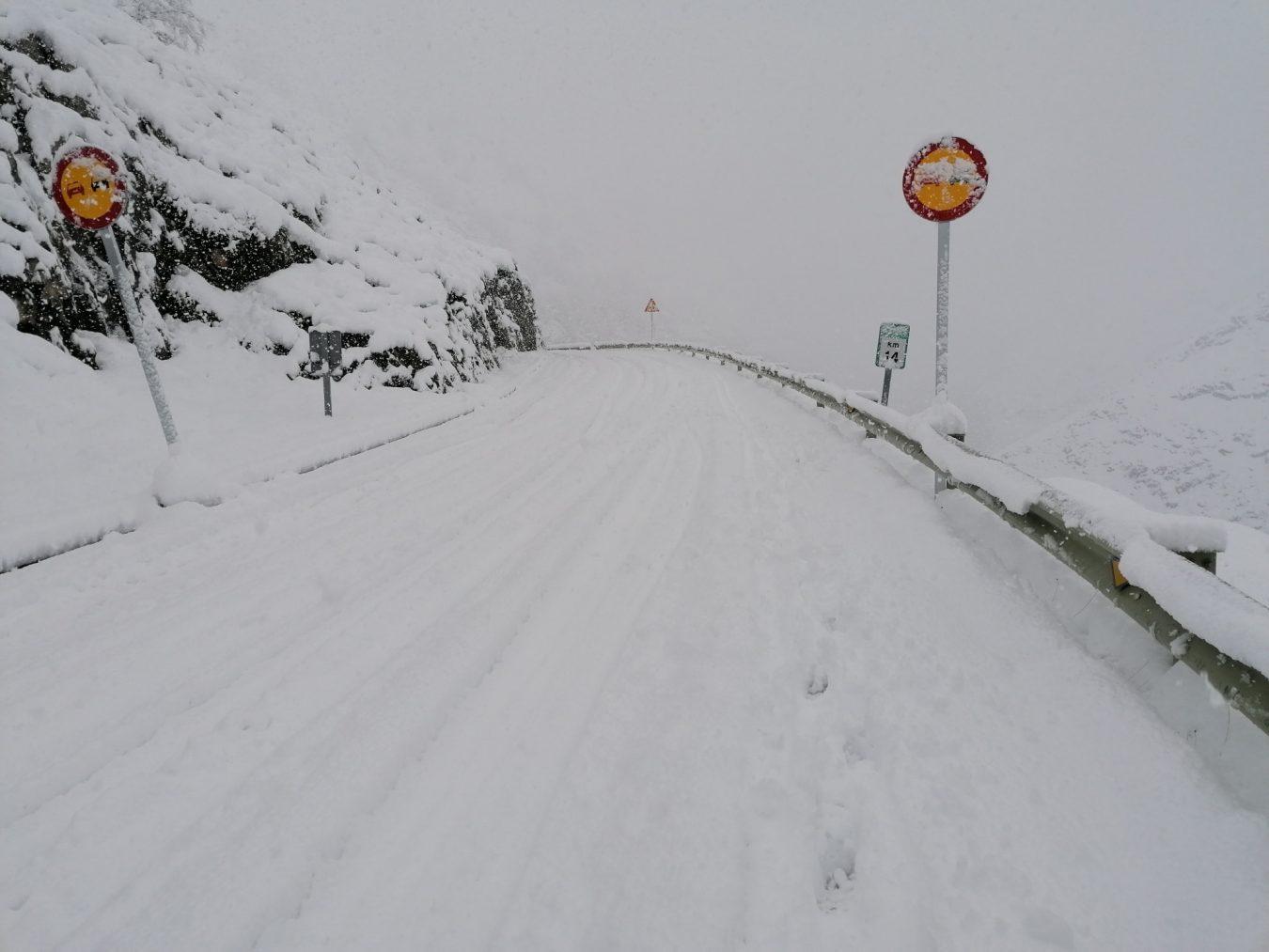 Asturias de nuevo en alerta por nevadas, aludes, fuertes vientos y oleaje