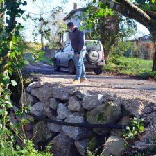 Reconstruida la escollera de La Pereda que impedía el paso de vehículos y peatones por un camino