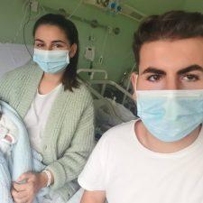 Un niño llamado Martí, se convierte en el primer bebé nacido en el Hospital de Arriondas en 2021