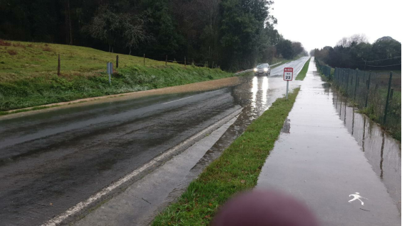 Cs Colunga pide la limpieza de las cunetas en la N-632 para evitar que el agua de lluvia se embalse en la carretera
