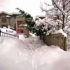 Los vecinos de Sotres alertan sobre el peligro de la carretera en las actuales condiciones