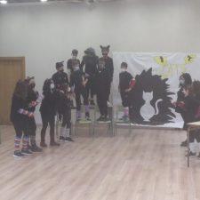 El musical Cats en el Antroxu Escolar del colegio público de Ribadesella