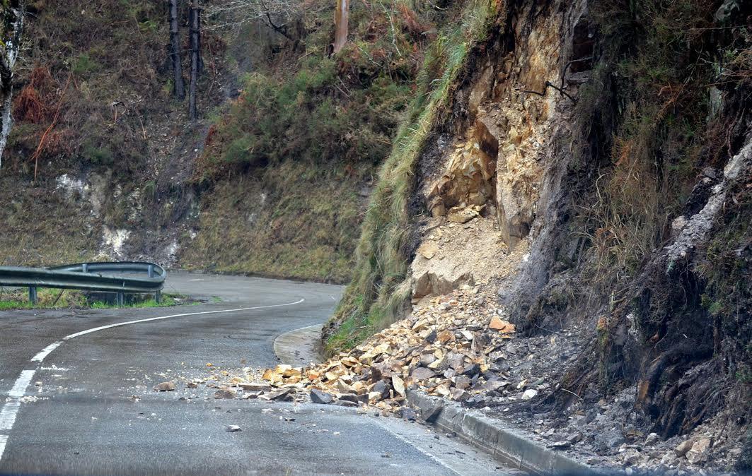 El alcalde de Llanes pide la reparación urgente de la carretera AS-343 Puertas-Panes