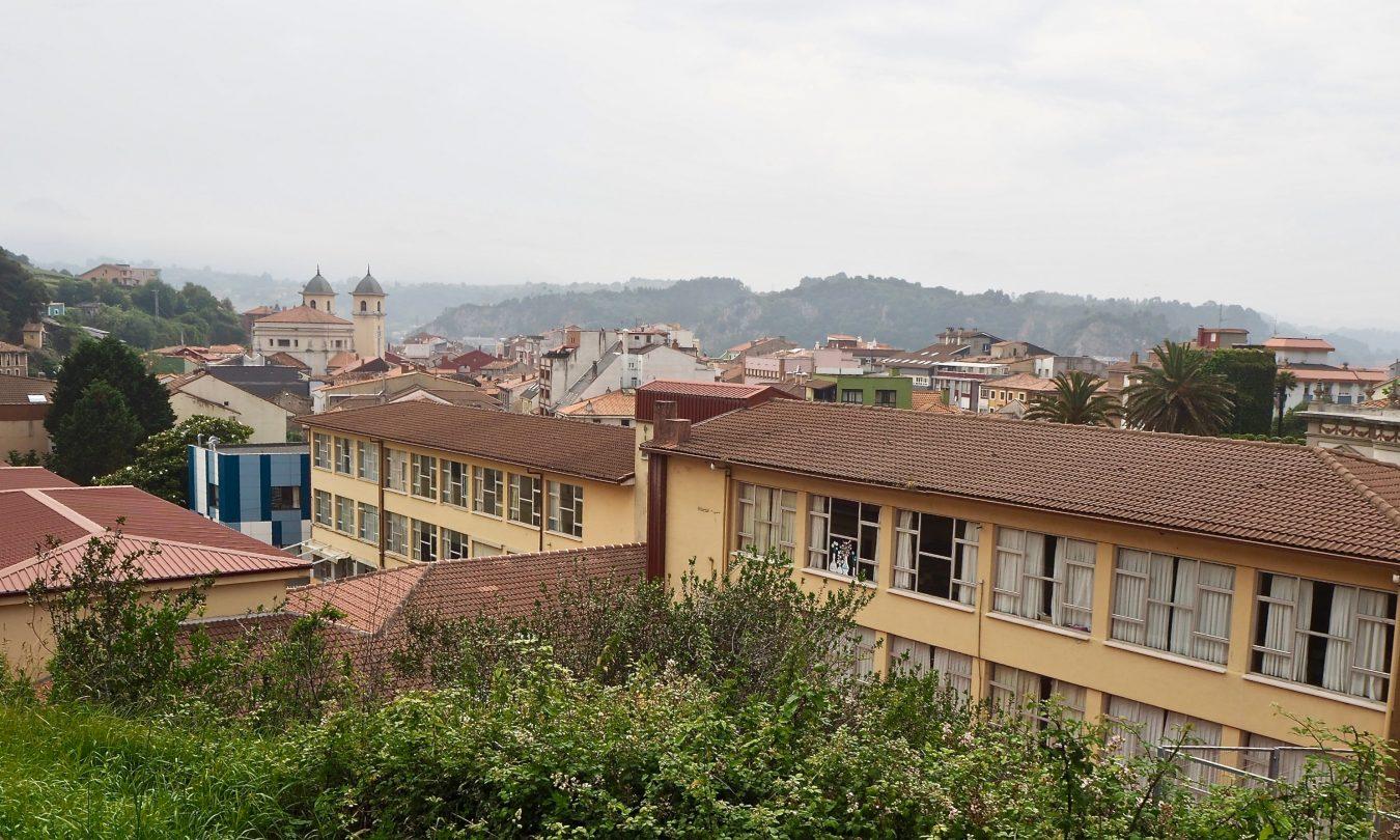 El director del colegio público de Ribadesella explica el motivo de la primera incidencia covid que ha afectado al centro