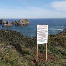 Llanes potencia el valor ambiental de su costa instalando paneles informativos para concienciar al visitante