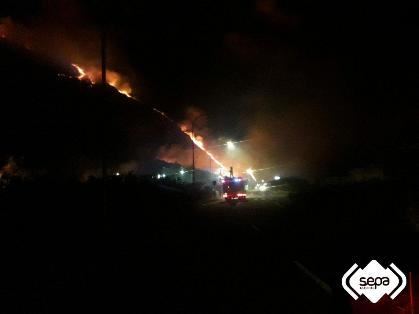 Asturias registró una treintena de incendios a lo largo del fin de semana