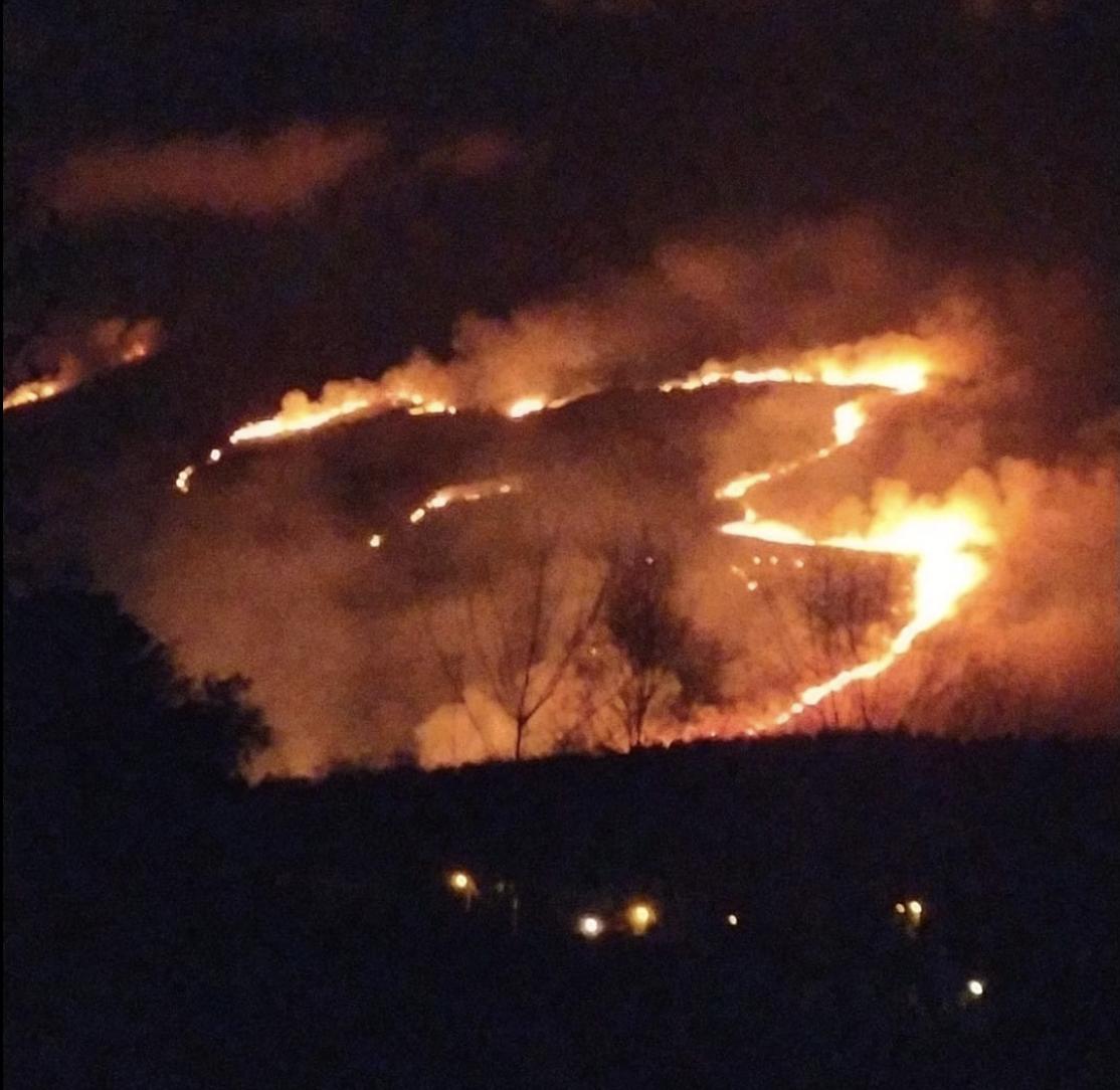 El alcalde de Ribadesella reclama todo el peso de la Ley sobre los pirómanos que quemaron Guadamía