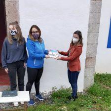 Margolles honra a las mujeres de la pandemia con el premio Comadre de Oro 2021