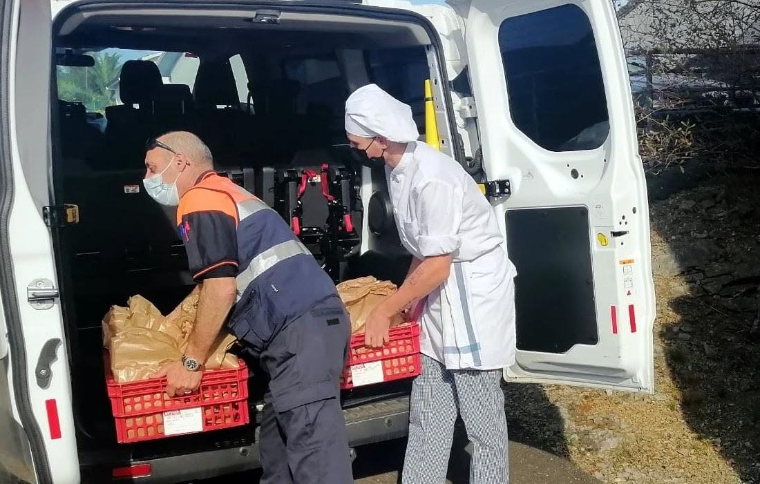 Otea Llanes se suma al proyecto de menús solidarios de la Escuela de Hostelería con tres mil euros en productos locales