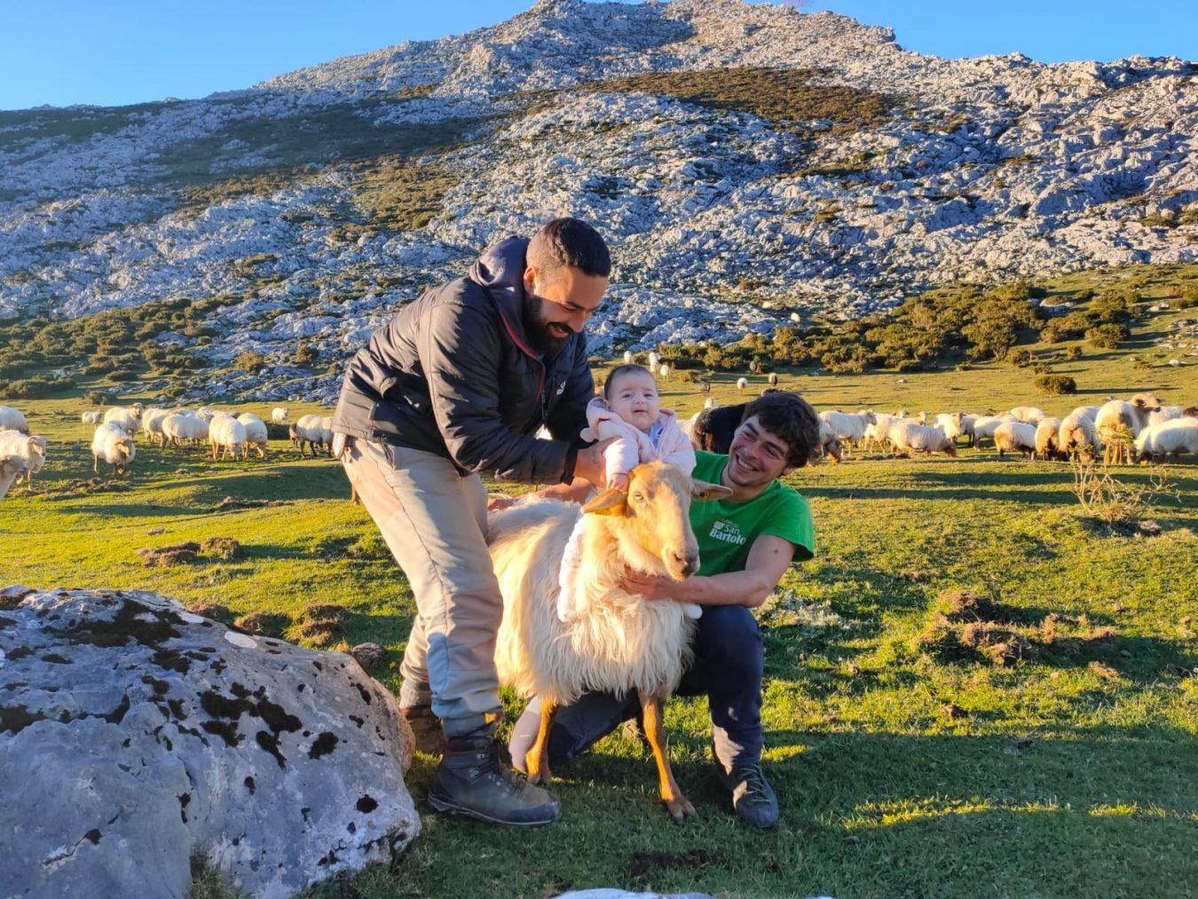 Después de dos años, Nel Cañedo consigue la autorización para crear una quesería en el puertu, en la majada de Soñín