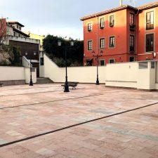 La plaza El Pericote de Llanes luce sus mejores galas tras finalizar su rehabilitación
