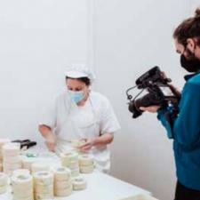 La serie documental Tierra de Quesos, de firma riosellana, ya tiene fecha de estreno