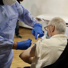 El Principado vacunará en sus domicilios a los mayores que no puedan desplazarse al centro de salud