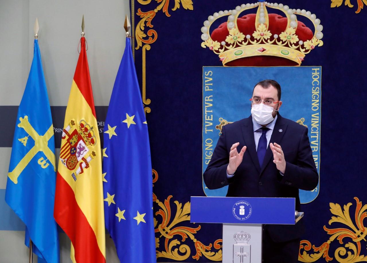 Barbón dice que la respuesta del PP a la vacunación de Gómez en Cangas de Onís son excusas