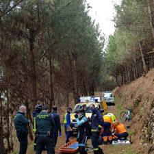 Un ciclista accidentado en Llanes es trasladado al HUCA con traumatismo facial
