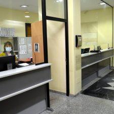 El Ayuntamiento de Llanes reordena la planta baja de la Casa Consistorial para ajustarse a las exigencias sanitarias