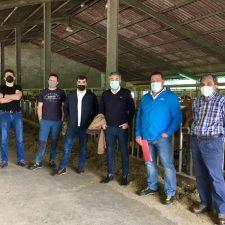 El Consejero de Medio Rural visita la ganadería de La Trapa, en Llibardón (Colunga)