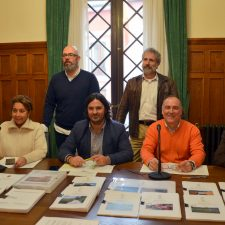 El alcalde de Llanes denuncia el intolerable agravio comparativo de la Consejería de Educación hacia las familias de Posada