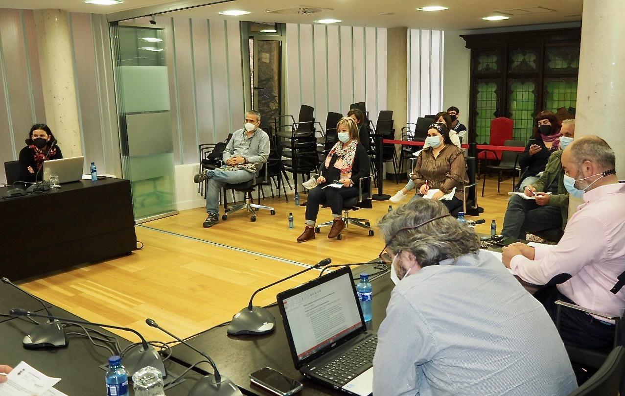 La abstención del PP y el voto de calidad del alcalde permiten aprobar el presupuesto del Ayuntamiento de Ribadesella