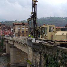Comienzan los sondeos que determinarán la solución definitiva para el puente de Arriondas