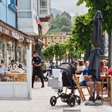 Los hosteleros de Ribadesella dispondrán de un período de adaptación para aplicar la nueva ordenanza de terrazas